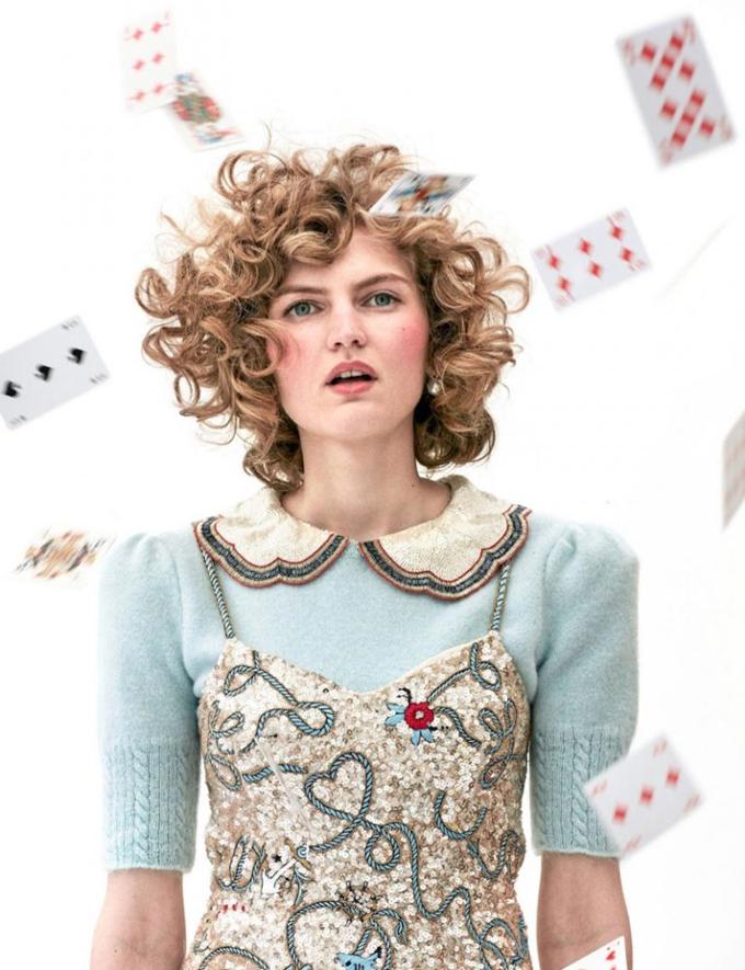 Интересное со всего света - Page 3 Alice-Wonderland-Vogue-Netherlands-Editorial01-768x999