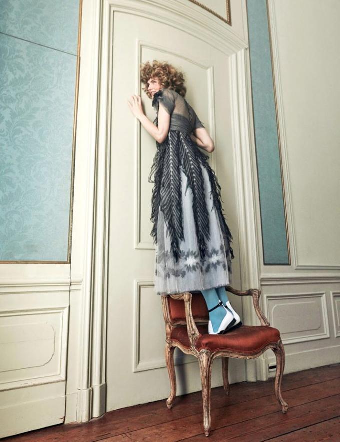 Интересное со всего света - Page 3 Alice-Wonderland-Vogue-Netherlands-Editorial02-768x999