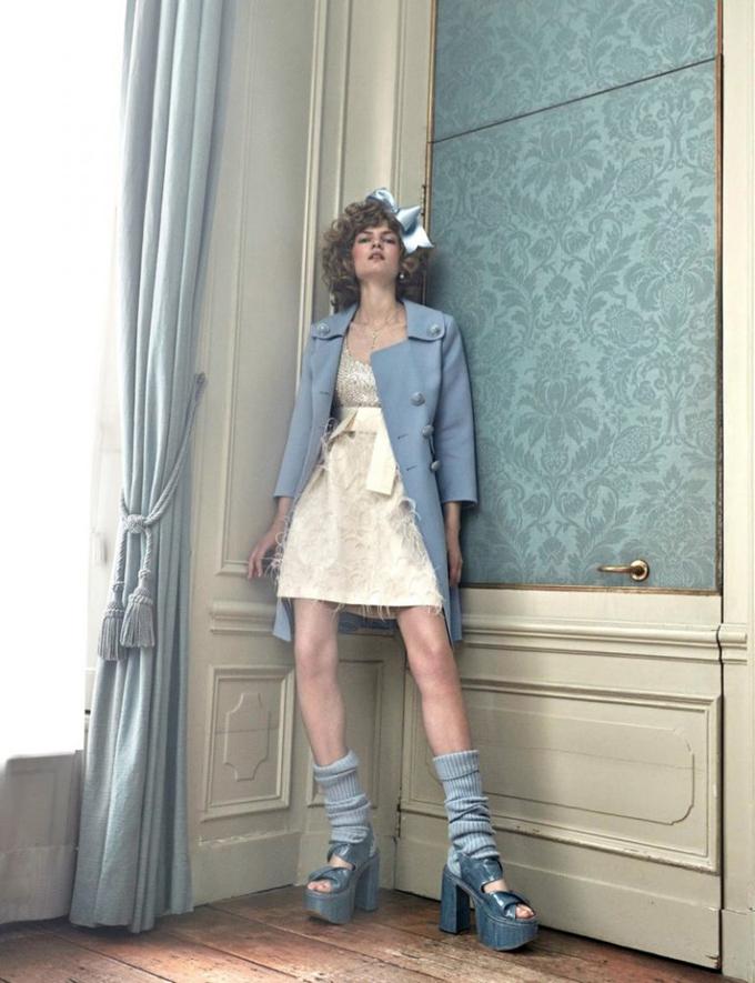 Интересное со всего света - Page 3 Alice-Wonderland-Vogue-Netherlands-Editorial03-768x999