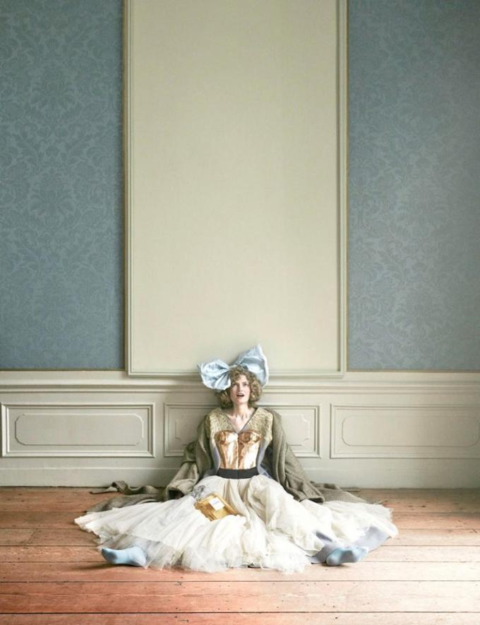 Интересное со всего света - Page 3 Alice-Wonderland-Vogue-Netherlands-Editorial11-768x999
