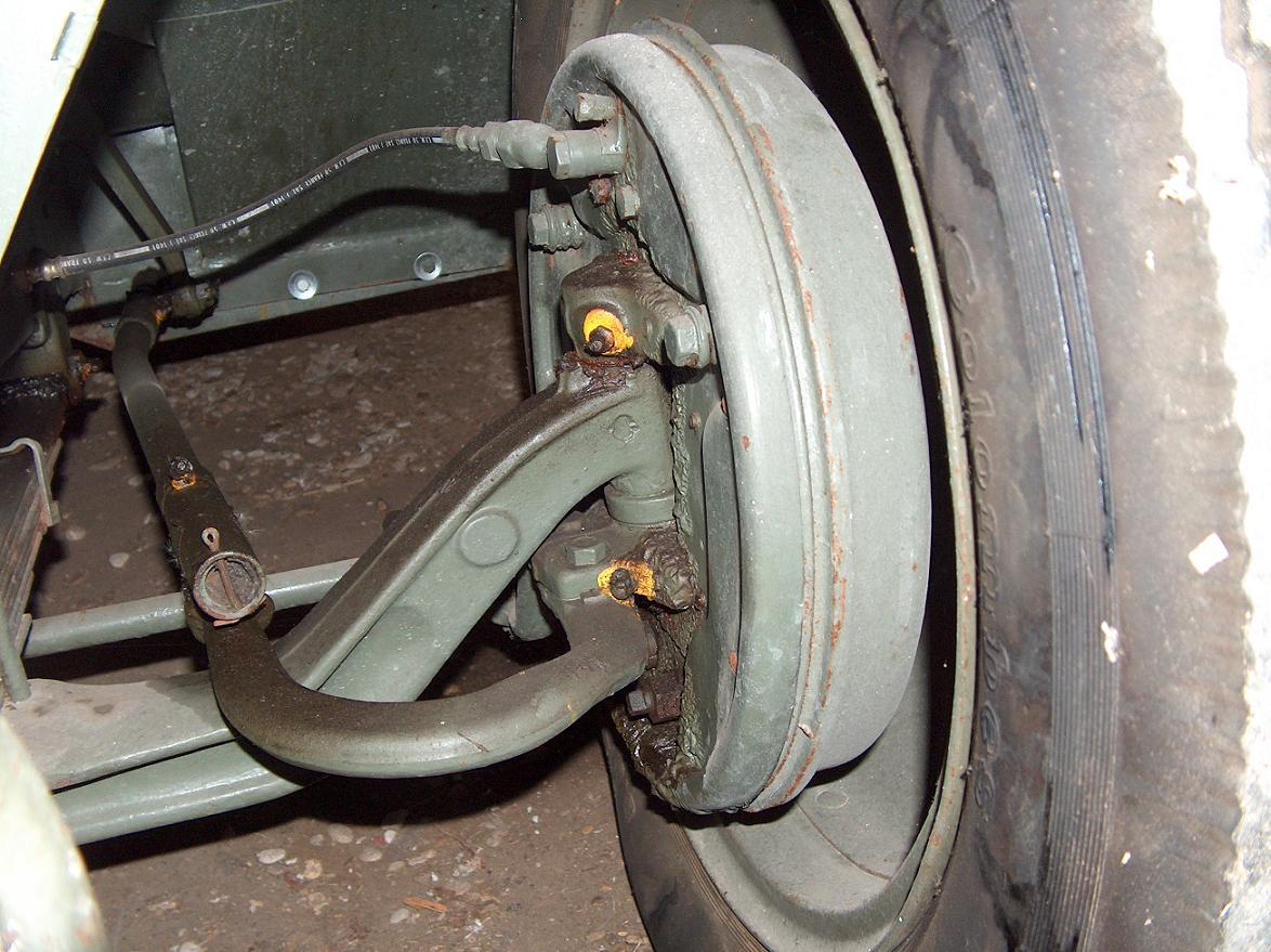 Citroën RU 23 1952 - Style militaire - Ru23%20roue%20avant%20gauche%20inte