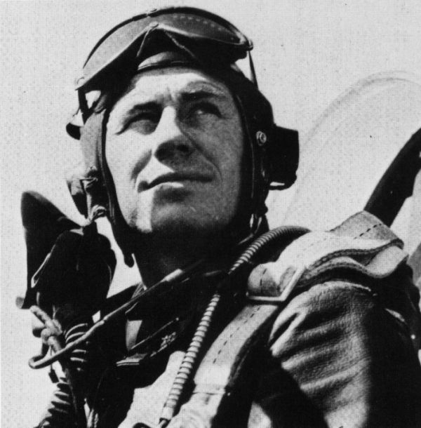 Bell X-1 - Quebramos a barreira do som !!! Lt_Chuck_Yeager_after_his_first_kill_-_march_44.19674328_std