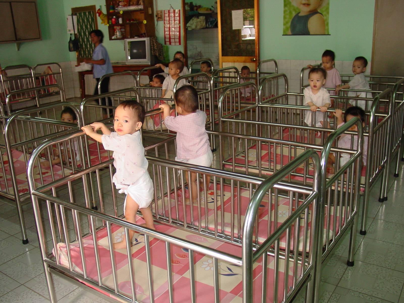 குழந்தை(கள்) - கவிதை போட்டி முடிவு Cribs_-_babies_in_orphanage