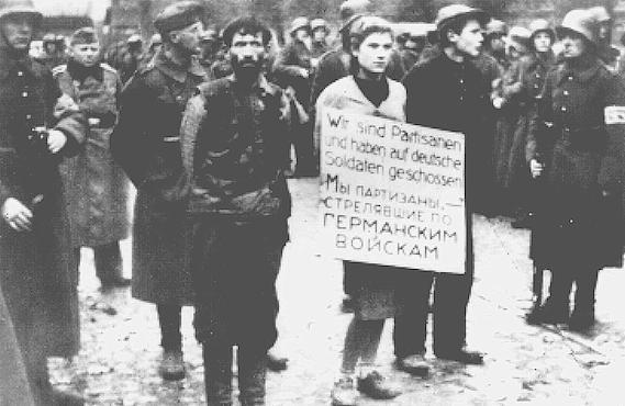 Le martyre de Maria Masha Bruskina, pendue à Minsk. Masha_Bruskina_Minsk_partisans2_large
