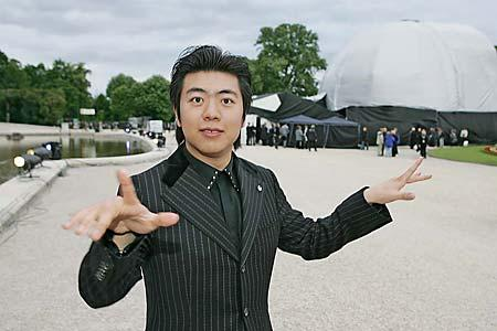 Lang Lang (best piano player in the world) once said: 'I hate my hands!'  Lang_lang_expo2010
