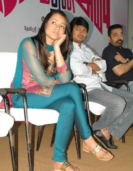 Кинодеятели юга - Страница 3 Kamal-Haasan-dhayanidhi-Stalin-and-Trisha-at-Manmadhan-Ambu-launch