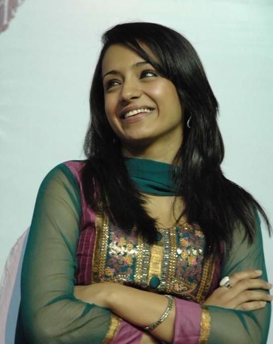 Кинодеятели юга - Страница 3 Trisha-at-Manmadhan-Ambu-launch