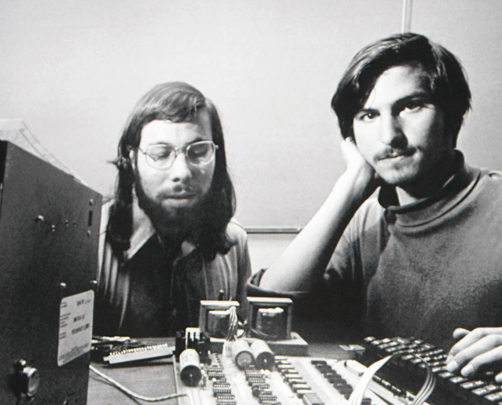 Les photos rétro cultes de célébrités de la micro/jeu vidéo Wozniak-and-jobs