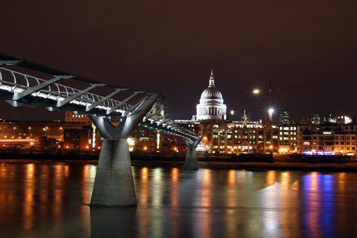 Mostovi 112_1281_London_Millennium_Bridge_By_Night