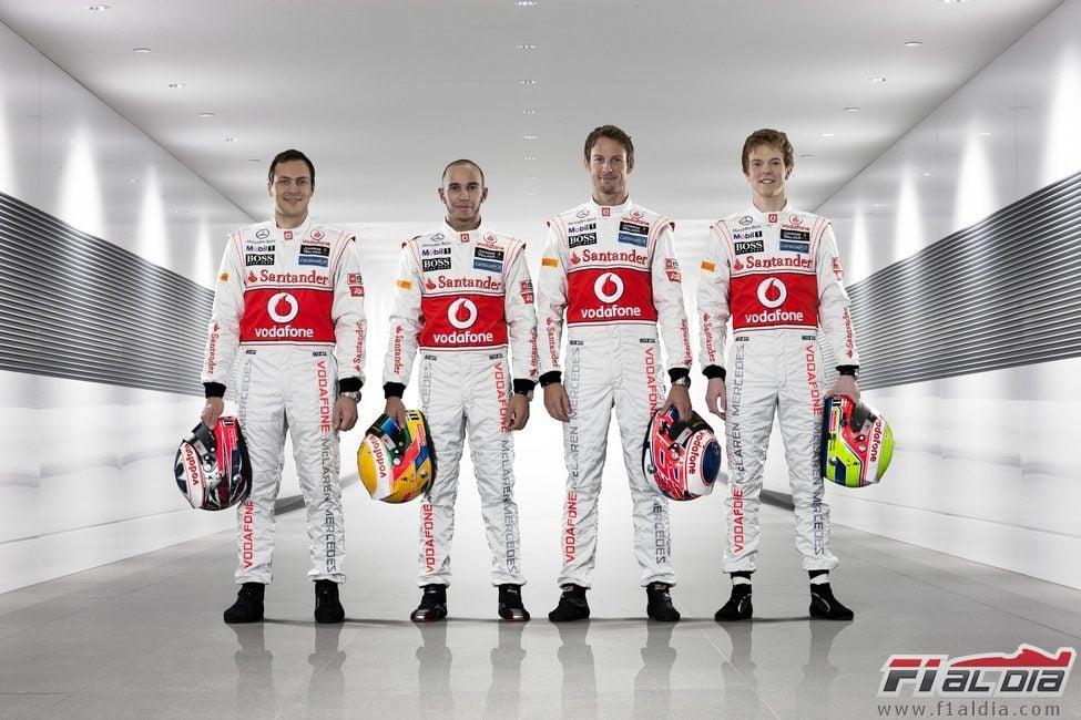 ¿Cuánto mide Lewis Hamilton? - Estatura y peso - Real height 12814_gary-paffett-lewis-hamilton-jenson-button-y-oliver-turvey