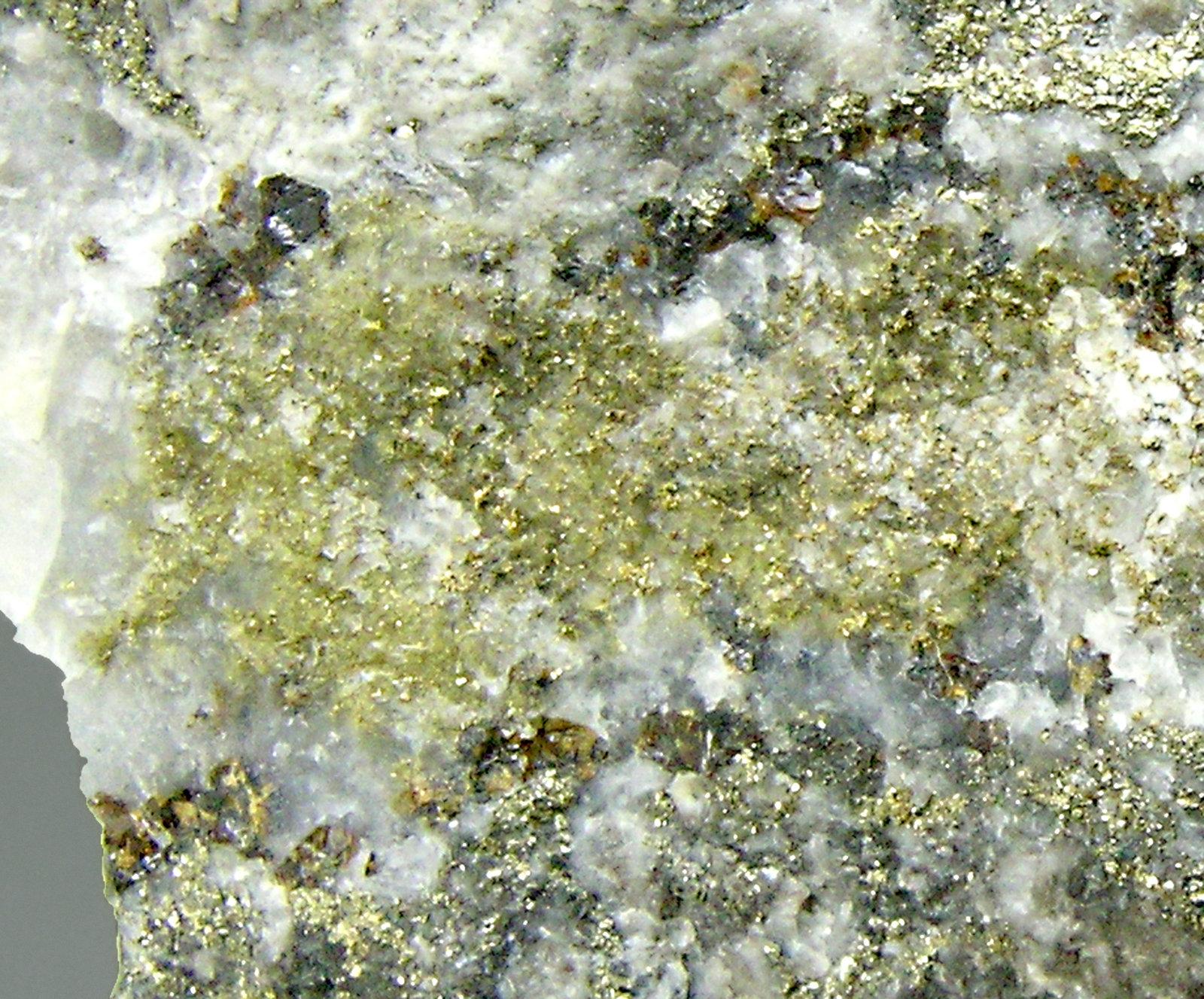 Ayuda identificar este mineral Gold-TF13M9d