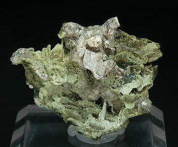 encontramos actinolita  Silver-EA9Y2fm