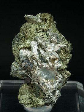 encontramos actinolita  Silver-EB89Y2fm