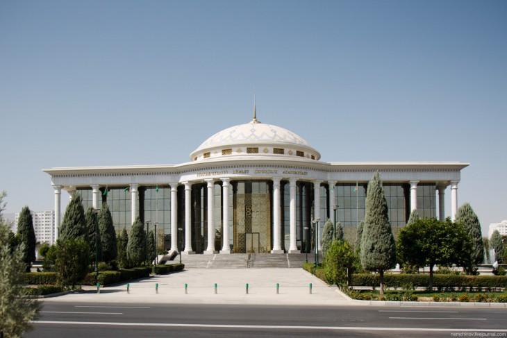 Ашхабад - самый закрытый город мира 832-730x487