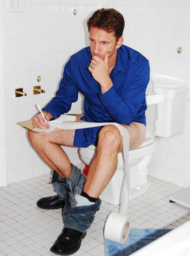 WSOMN Monday Drama 8/22/16 Sitting-on-toilet