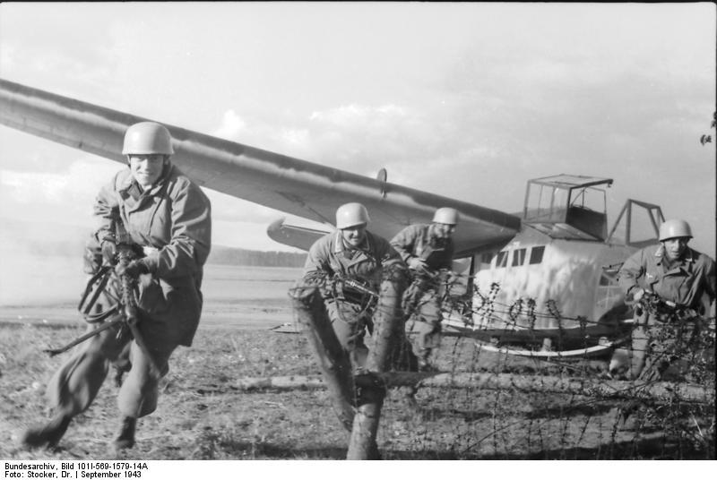 """الموسوعة العسكرية """" متجدد """" جزء شهر مارس . Bundesarchiv_Bild_101I-569-1579"""