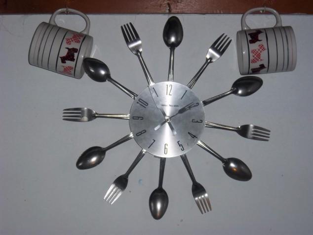 افكار جديده لساعات حائط مطبخك العامر Clock-in-my-kitchen--634x475