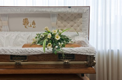 La mort : Pour en chasser la peur, il faut en parler... - Page 5 Cercueil-ouvert
