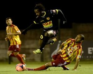 GUILY ET LE NOUVEAU CHASSELAY CFA GR C  - Page 9 Football-CFA-Saison-2014-2015-Chasselay-MDA-0-1-FC-Martigues