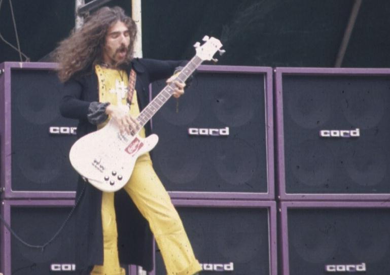 Seu baixista e o baixo dele Black_Sabbath_Geezer_Butler_Cocaine