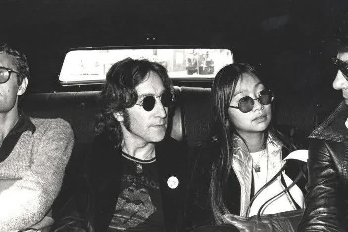 La noche que John Lennon vio un OVNI John_lennon_rolling_stones_shirt_may_pang_1974
