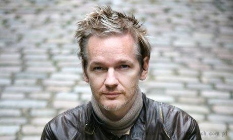 """Julian Assange considera o Facebook uma """"máquina de espionagem"""" SS-2011-05-03_15.55.24"""