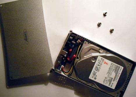 [DOSSIER] Disques durs externes - Présentation en images Rack%203.5%20ouvert