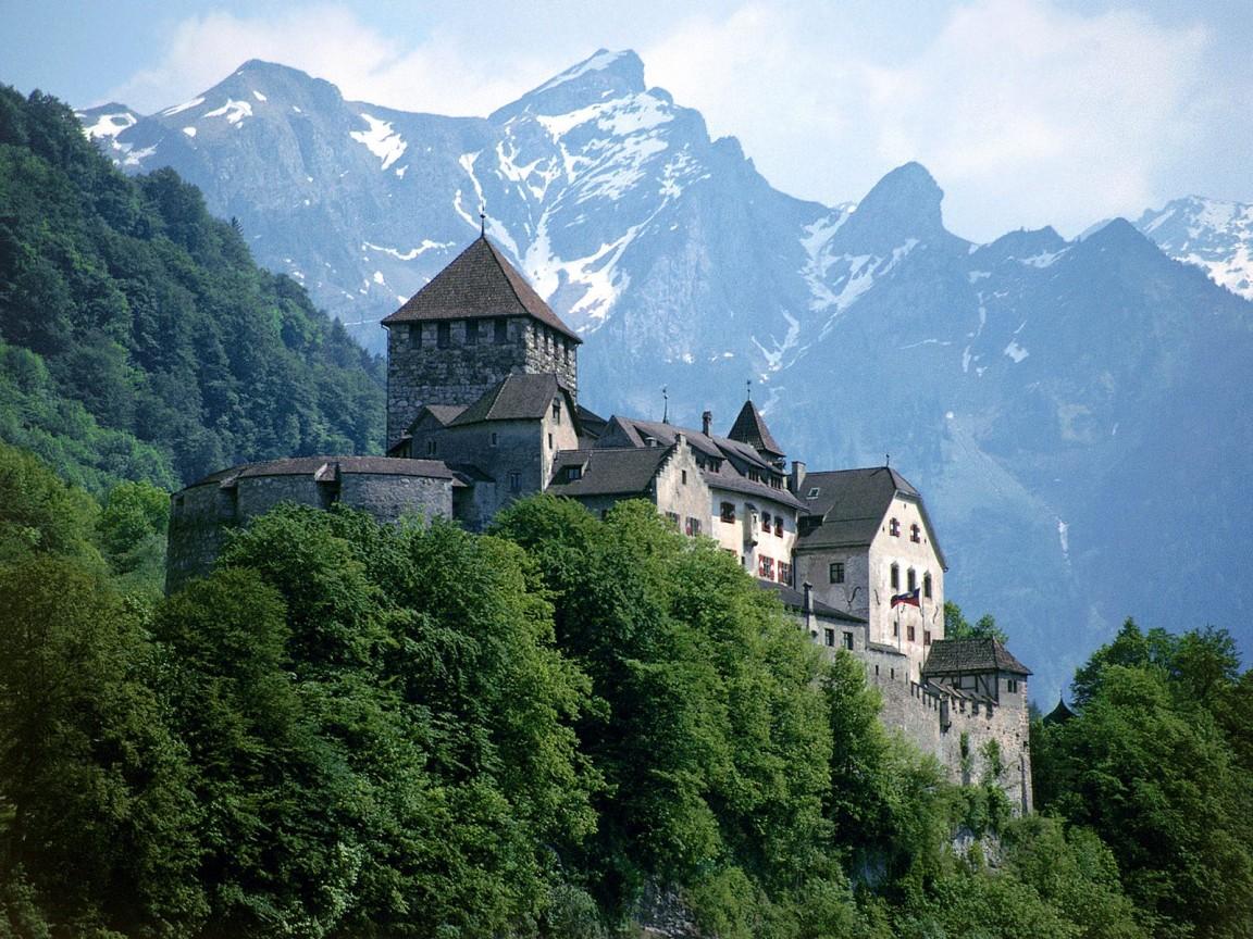 Lihtenštajn Vaduz-Castle-Liechtenstein-wallpaper-1152x864
