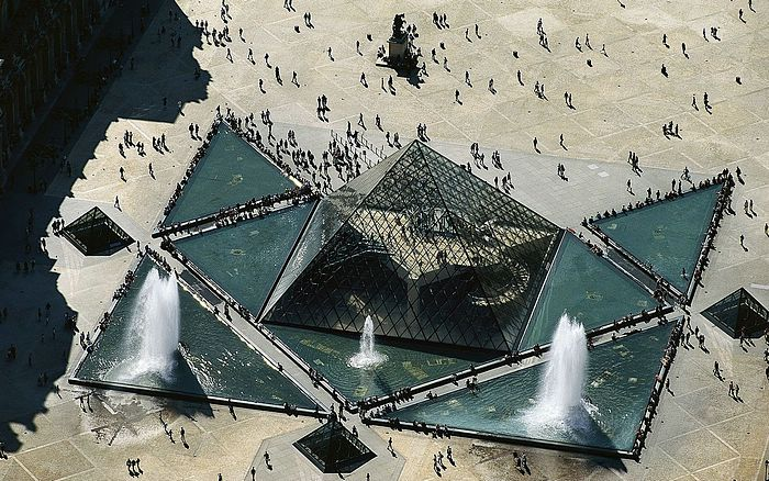 Piramide budućnosti Pyramid%20of%20the%20Louvre%2C%20Paris%2C%20France