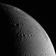 Cassini va s'approcher des geysers d'Encelade ... Ence01