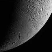 Cassini va s'approcher des geysers d'Encelade ... Ence04