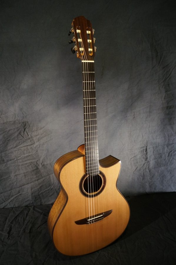 Crossover Lowden S32J ou S25J Vue-de-face-guitare-j%C3%A9gu-florian-nylon-crossover-bahia-43-e1515573472320