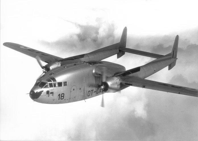 Avion abandonné par les USA (?), Ho Chi Minh Ville - Vietnam Fairchild_C-119_Flying_Boxcar