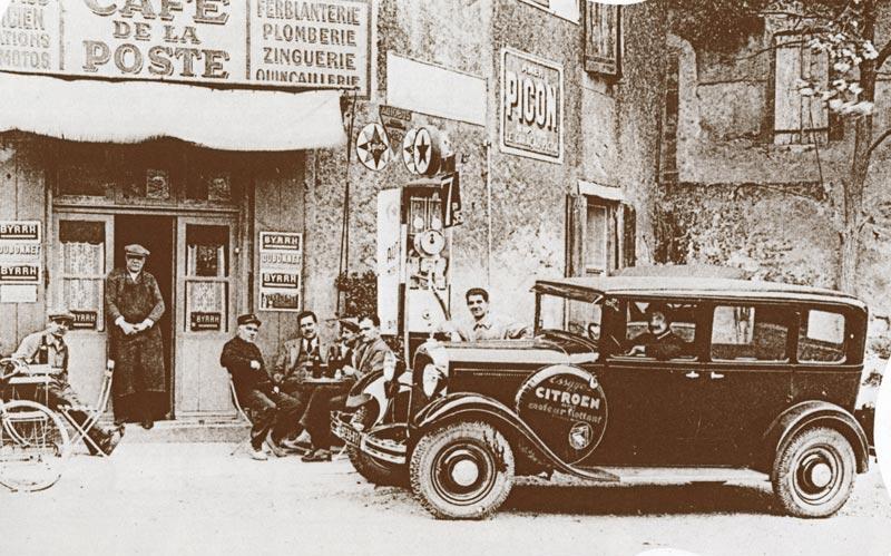 << Le plein SVP !>> Un peu d'histoire Station-service-rurale-Citroen-1930