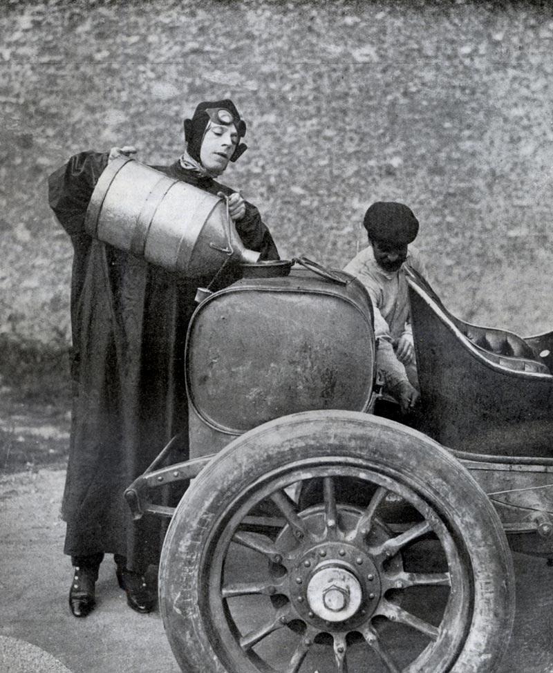 << Le plein SVP !>> Un peu d'histoire Bidon-essence-1909