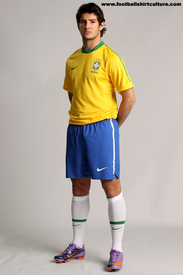 Road To the World Cup 2010 in South African Brazil-10-12-nike-home-kit