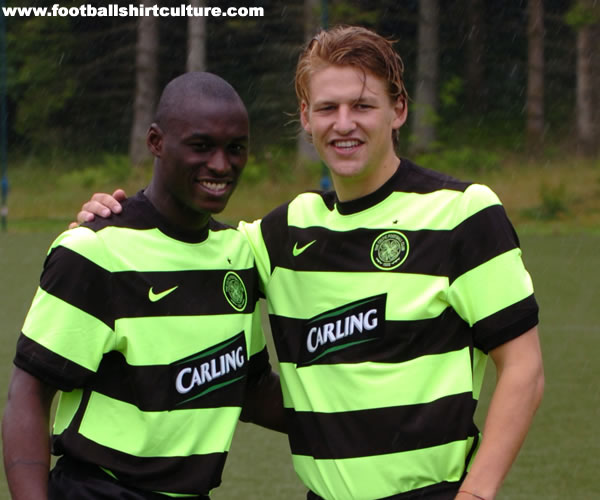 Maillots [2009-2010] - Page 8 Celtic-bumble-bee-09-10-away-kit-4