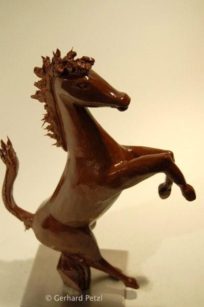 Chocolate Art Chocolate_sculptures-ferrari_horse-1