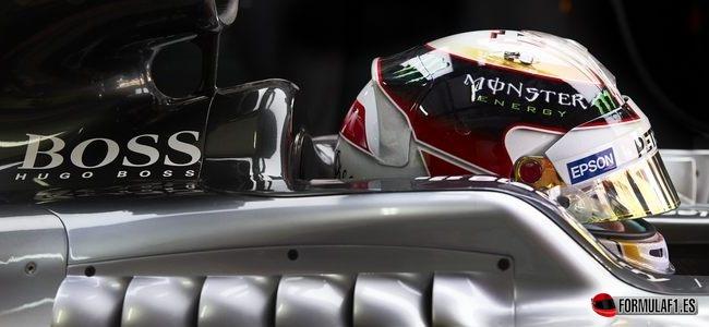Gran Premio de Malasia 2015 Hamilton-sepang-box