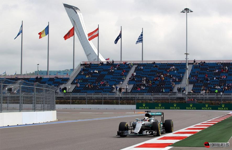 Gran Premio de Rusia 2016 - Página 2 Hamilton-sochi-fp3