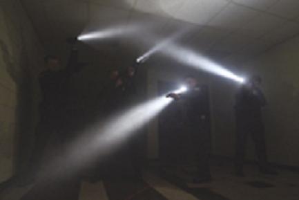 Modo eficiente de usar uma lanterna tática Chooseweaponlight_20-up