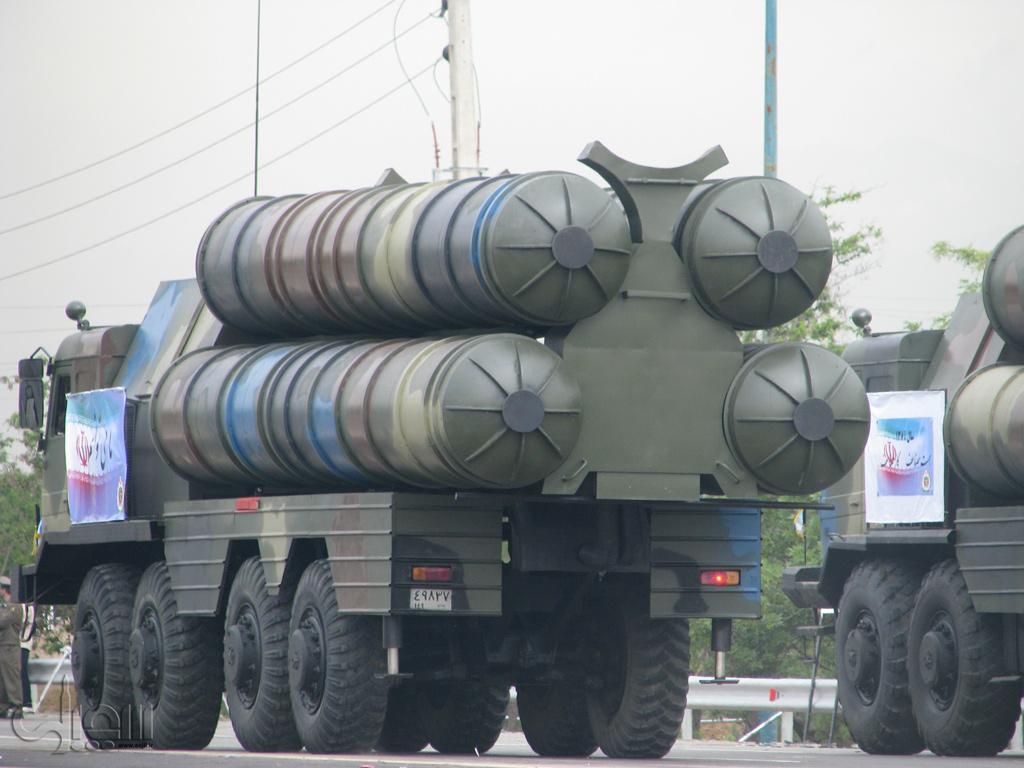 بعض الانجازات العسكرية الايرانية المعلنة Iran-S-300-fake-3