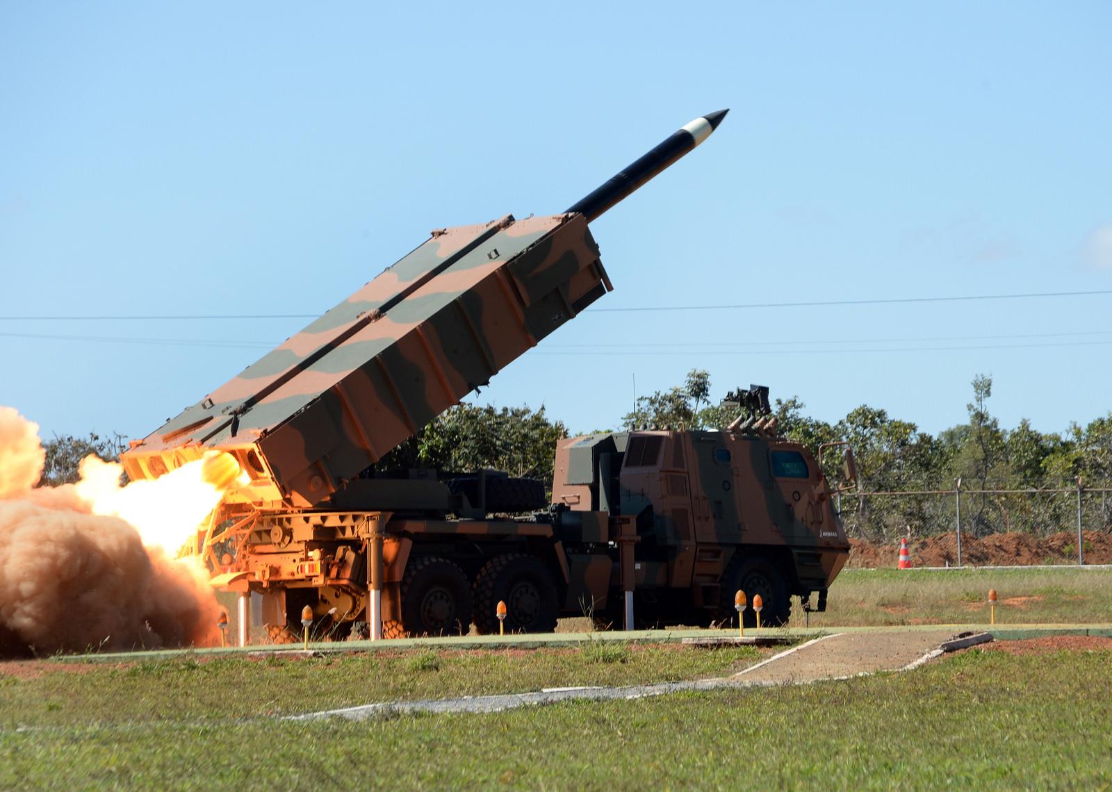 Brasil moderniza su fuerza de Artillería con vehículos nuevos.  Astros-2020-21