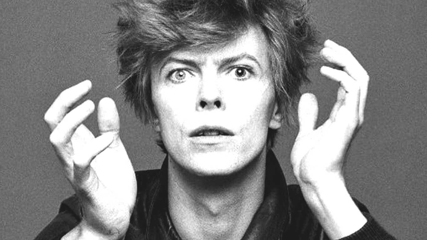 David Bowie - Page 4 David-Bowie