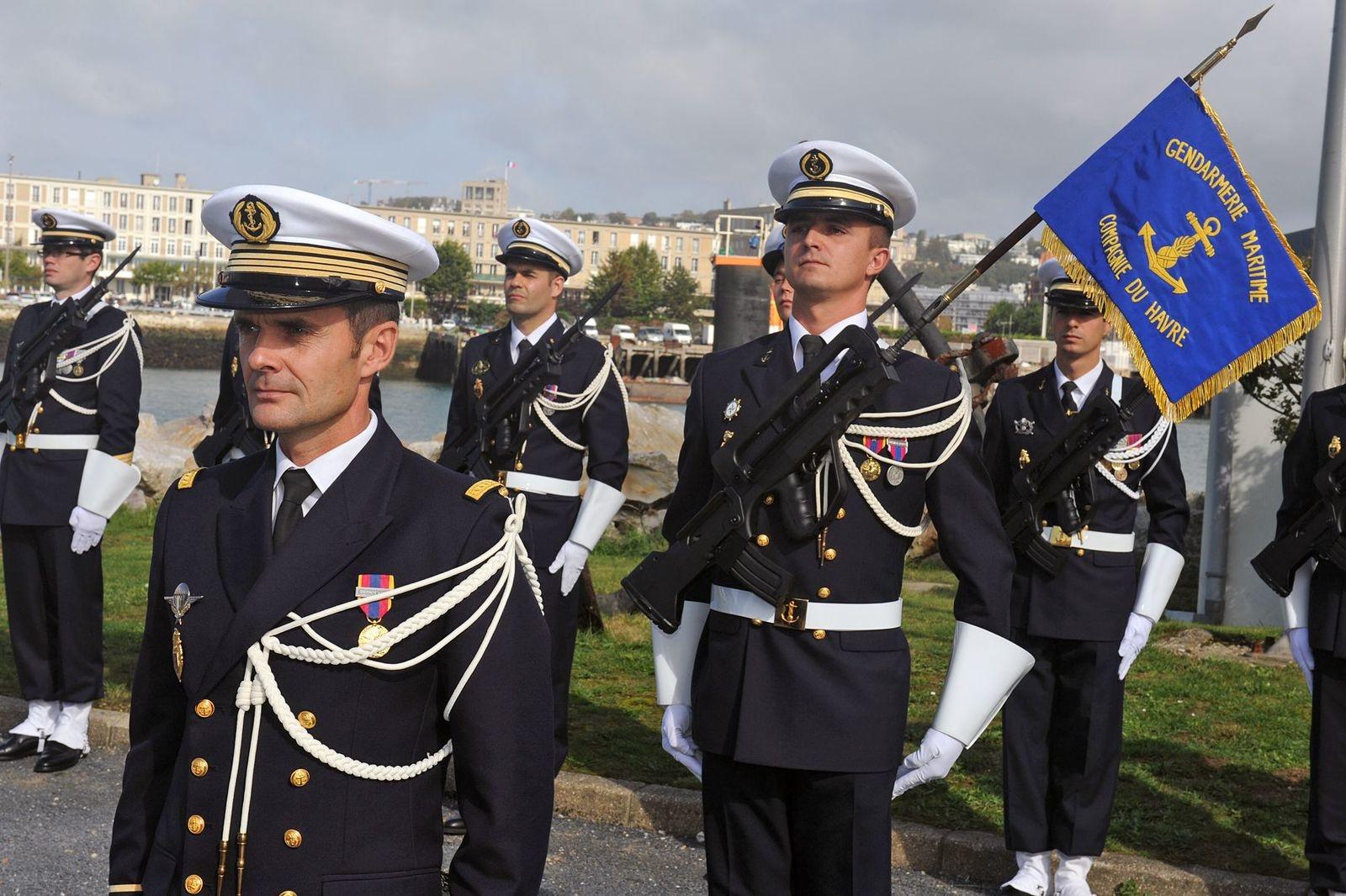 [Les écoles de spécialités] École de Gendarmerie Maritime Toulon. - Page 2 Ob_64264e_remise-de-fanion-1.jpg.786fc63b1ef4cffe42a5a50b3a3b78e7