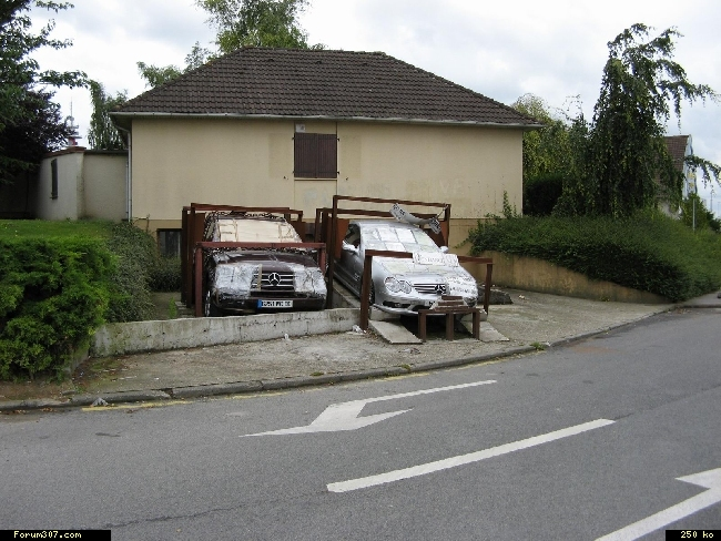 Abandon de Mercedes en signe de protestation ! [Amiens] Rm91yrg