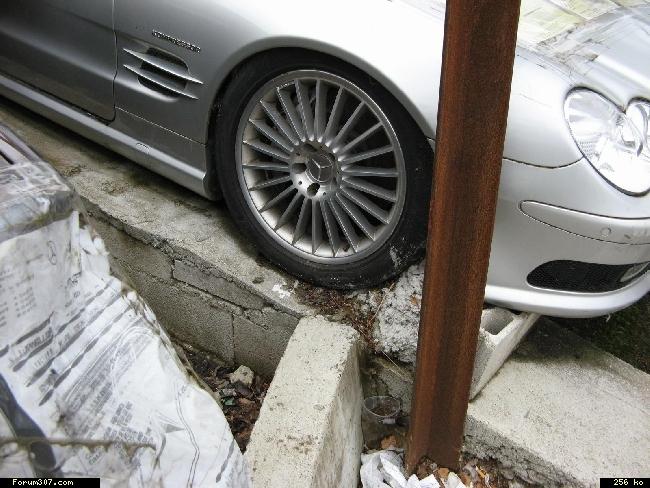 Abandon de Mercedes en signe de protestation ! [Amiens] Xas8vcw