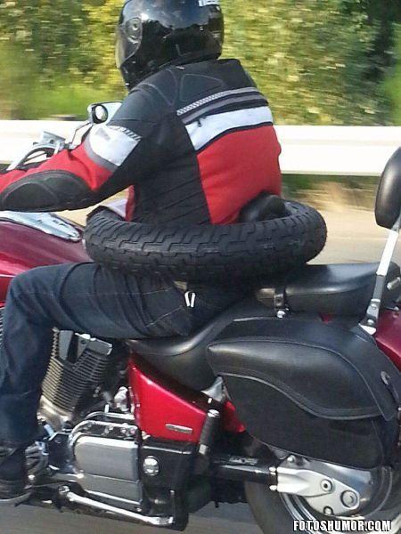 Transportar un neumático en la moto 571281408706781-airbag-para-motos