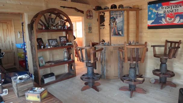 Deco intérieur bois Bar-ranch-chalet-bois-607x341