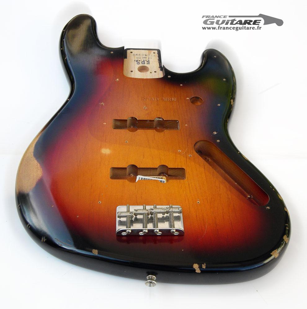 Autenticidade de Baixos Fender (desabafo) - Página 2 Road-worn-relic-body-jazz-bass-62